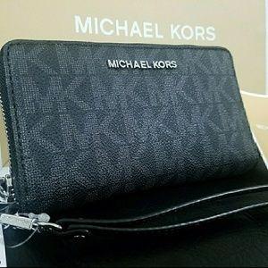 Wallet $150 case iphone michael kors mk AUTHENTIC